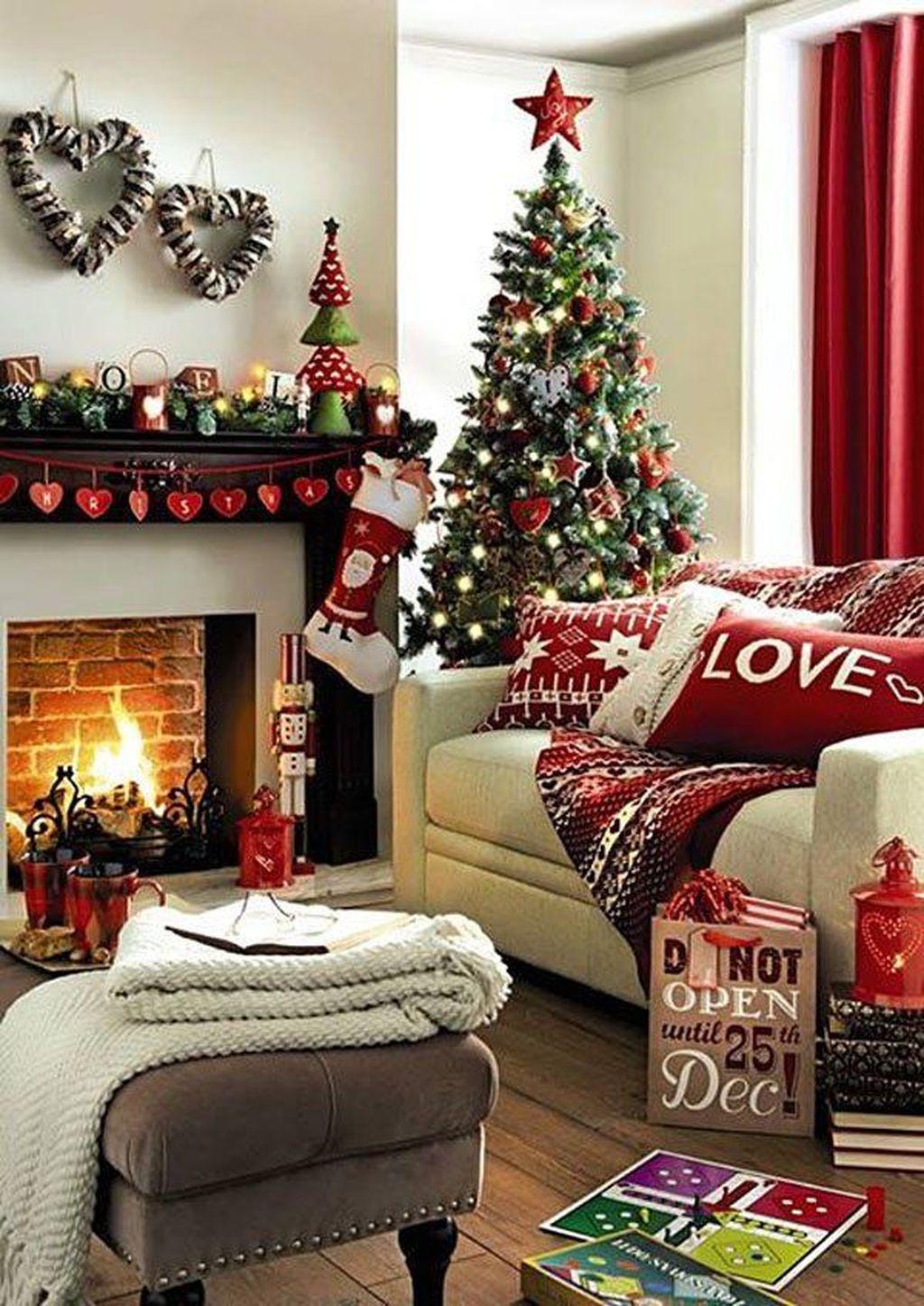 Lovely Christmas Living Room Decor Ideas 17