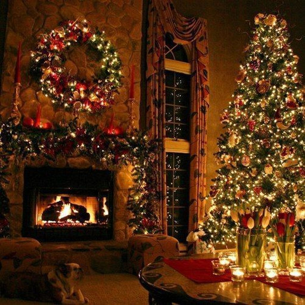 Lovely Christmas Living Room Decor Ideas 18