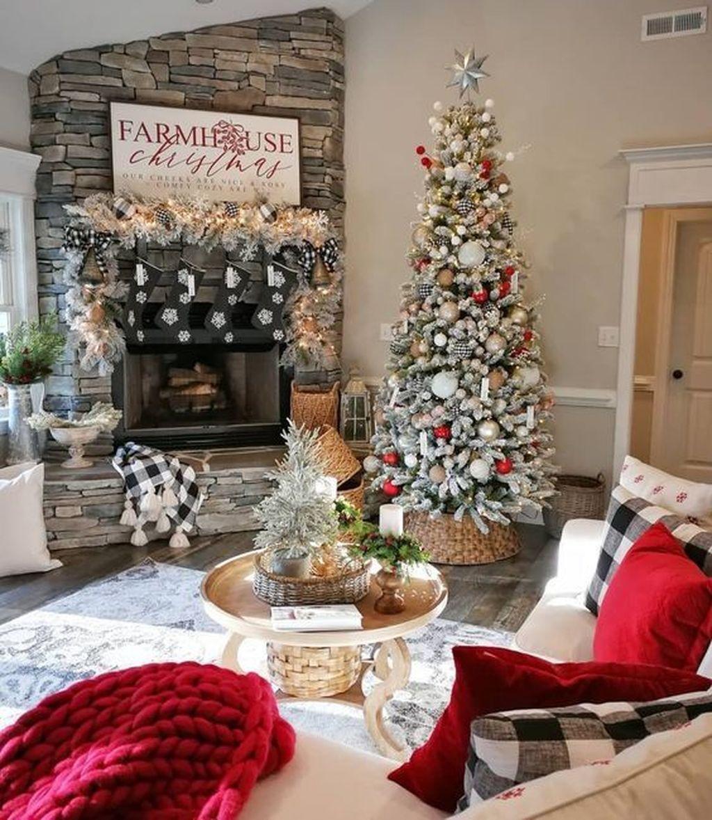 Lovely Christmas Living Room Decor Ideas 32