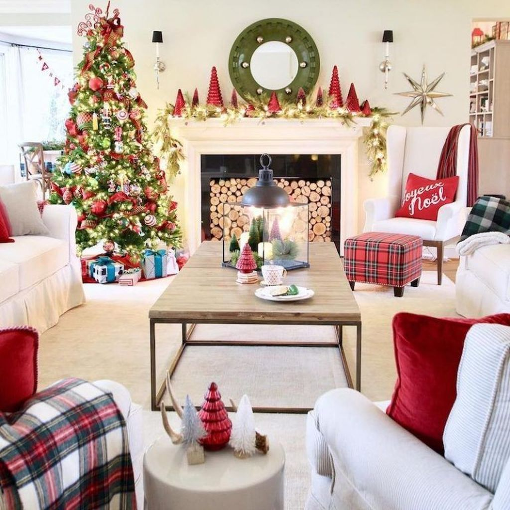 Lovely Christmas Living Room Decor Ideas 33