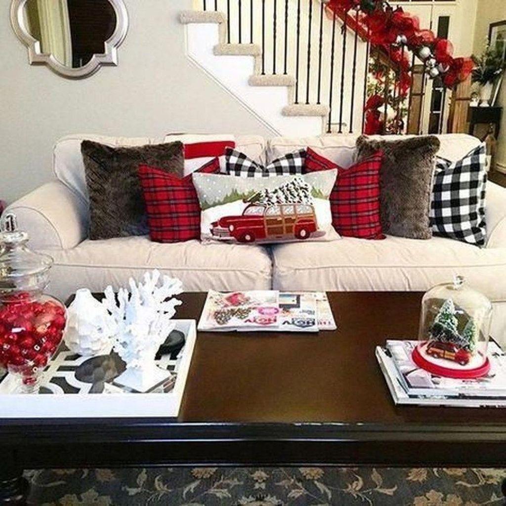 Lovely Christmas Living Room Decor Ideas 34