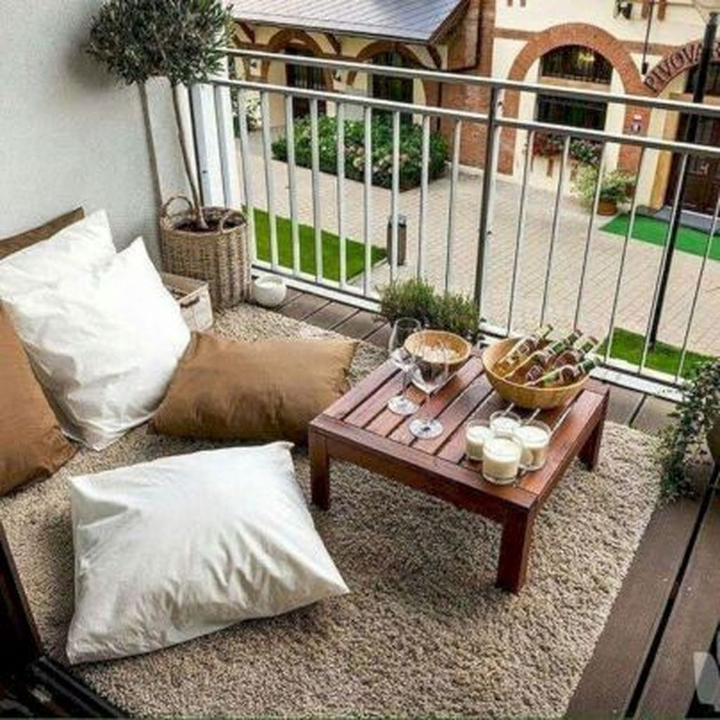 Lovely Small Apartment Balcony Design And Decor Ideas 04