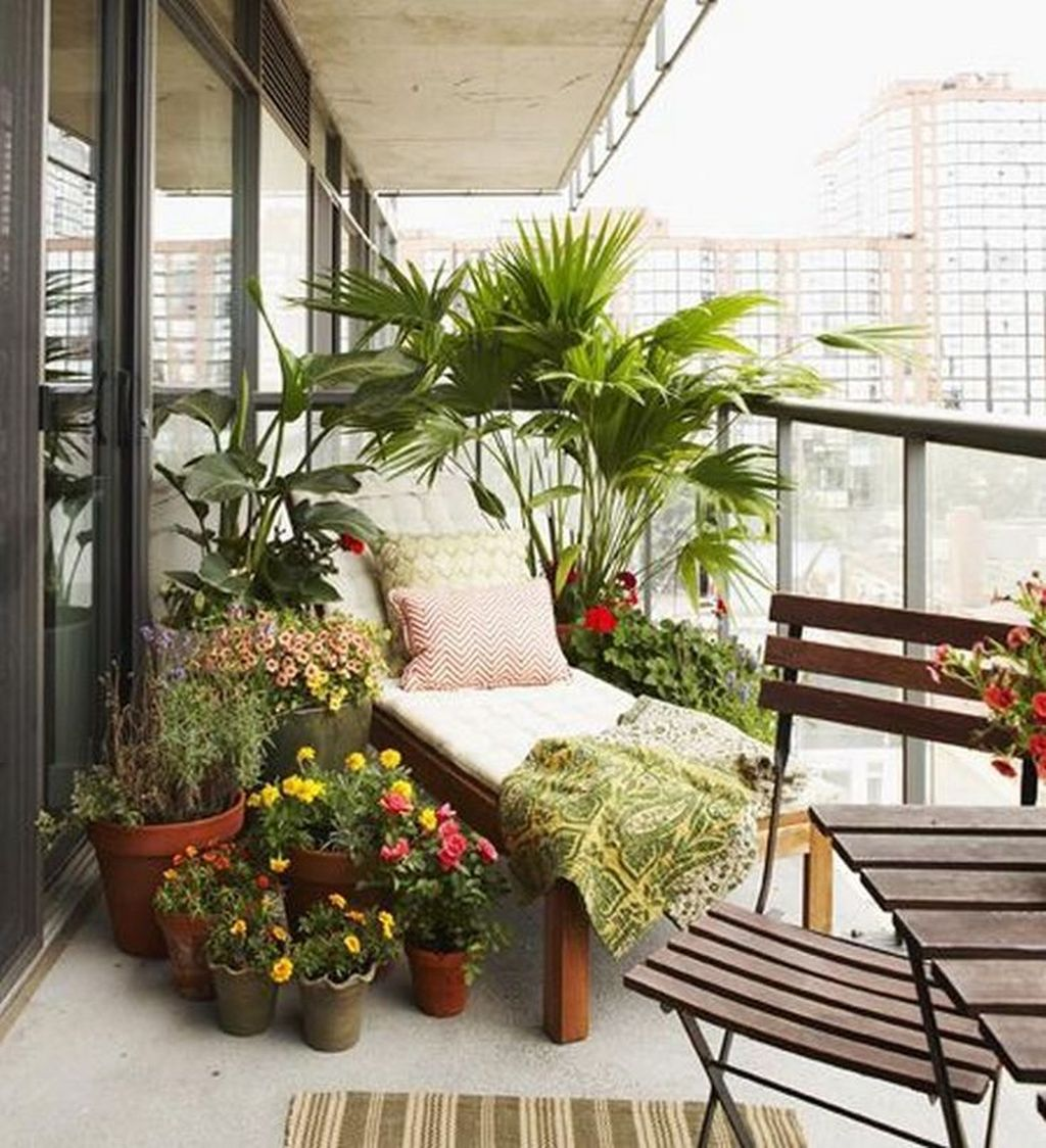 Lovely Small Apartment Balcony Design And Decor Ideas 10