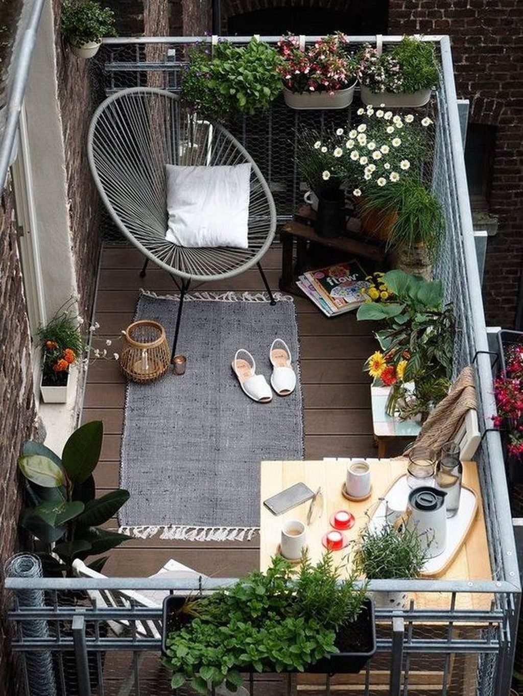 Lovely Small Apartment Balcony Design And Decor Ideas 11