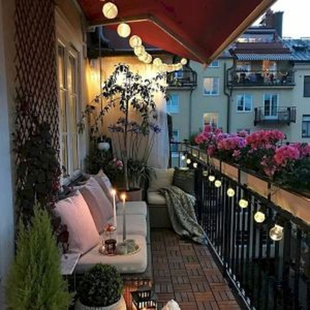 Lovely Small Apartment Balcony Design And Decor Ideas 14