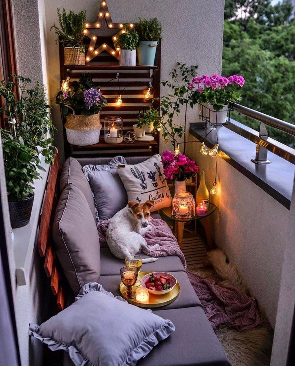 Lovely Small Apartment Balcony Design And Decor Ideas 16