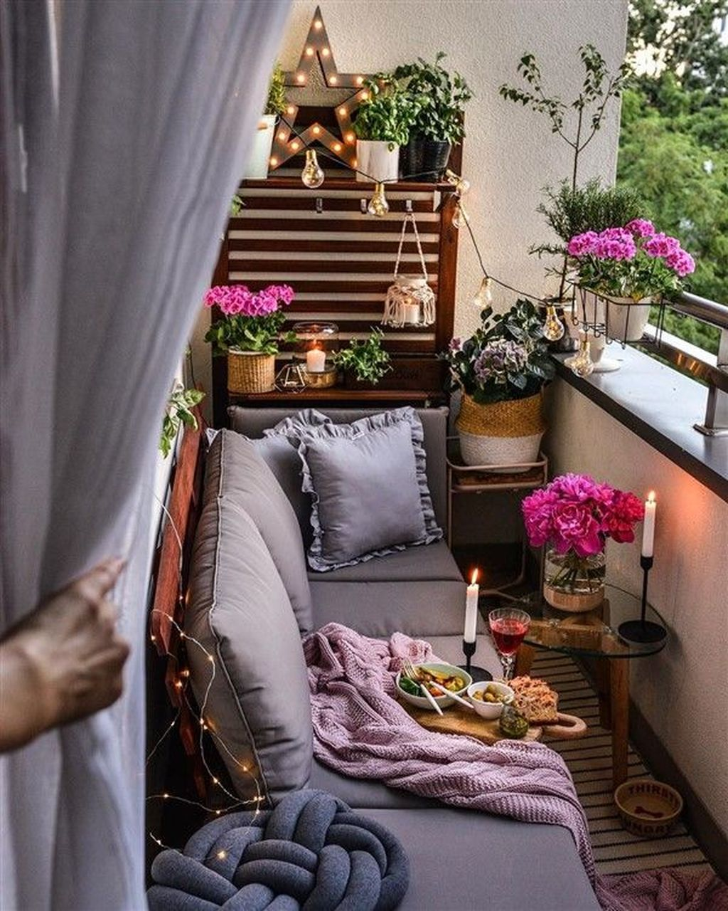 Lovely Small Apartment Balcony Design And Decor Ideas 26