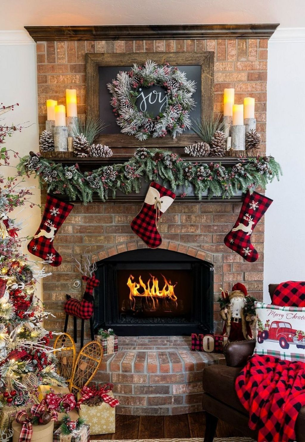 Popular Christmas Fireplace Mantel Decorations That You Like 04