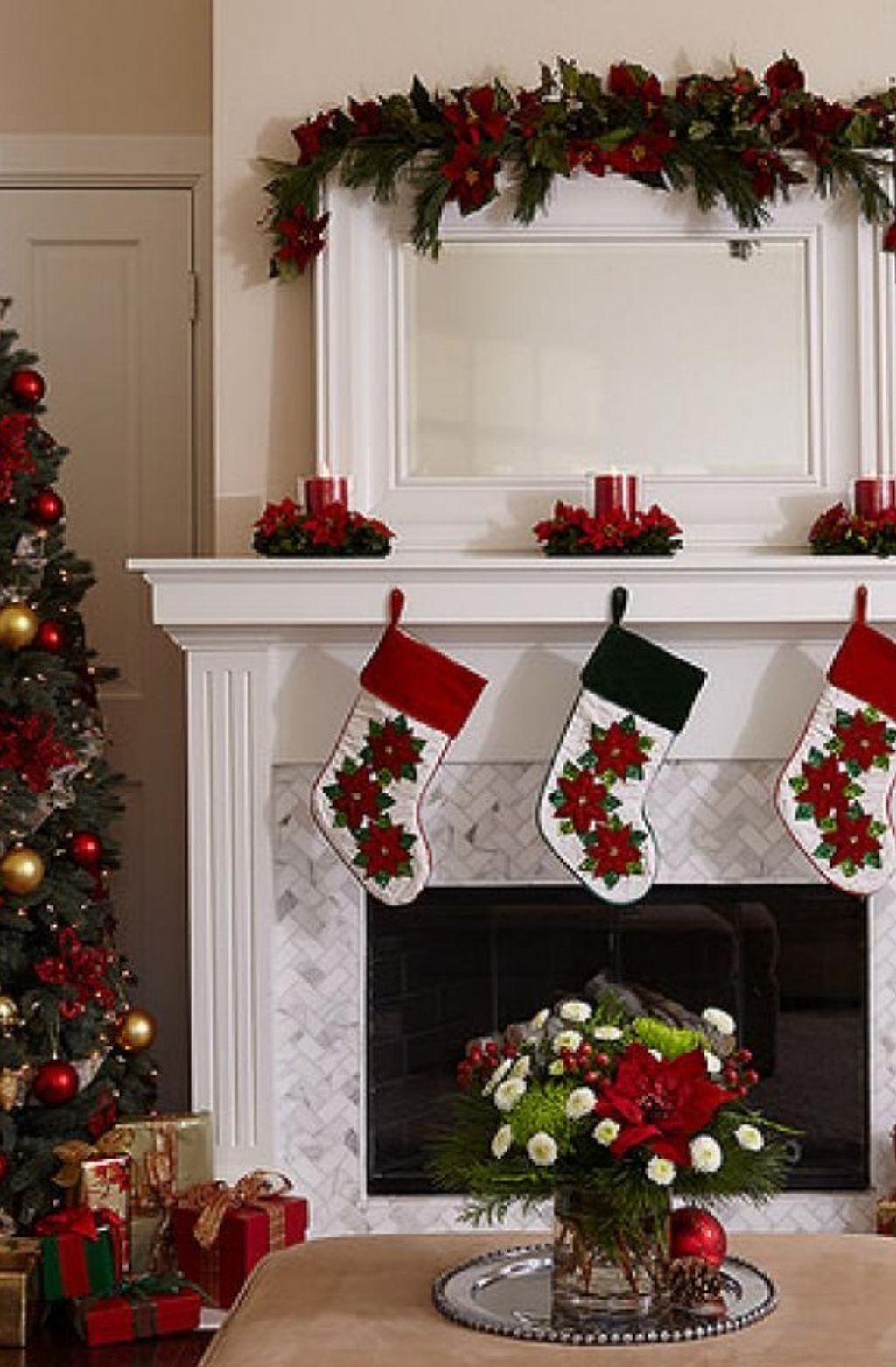 Popular Christmas Fireplace Mantel Decorations That You Like 08
