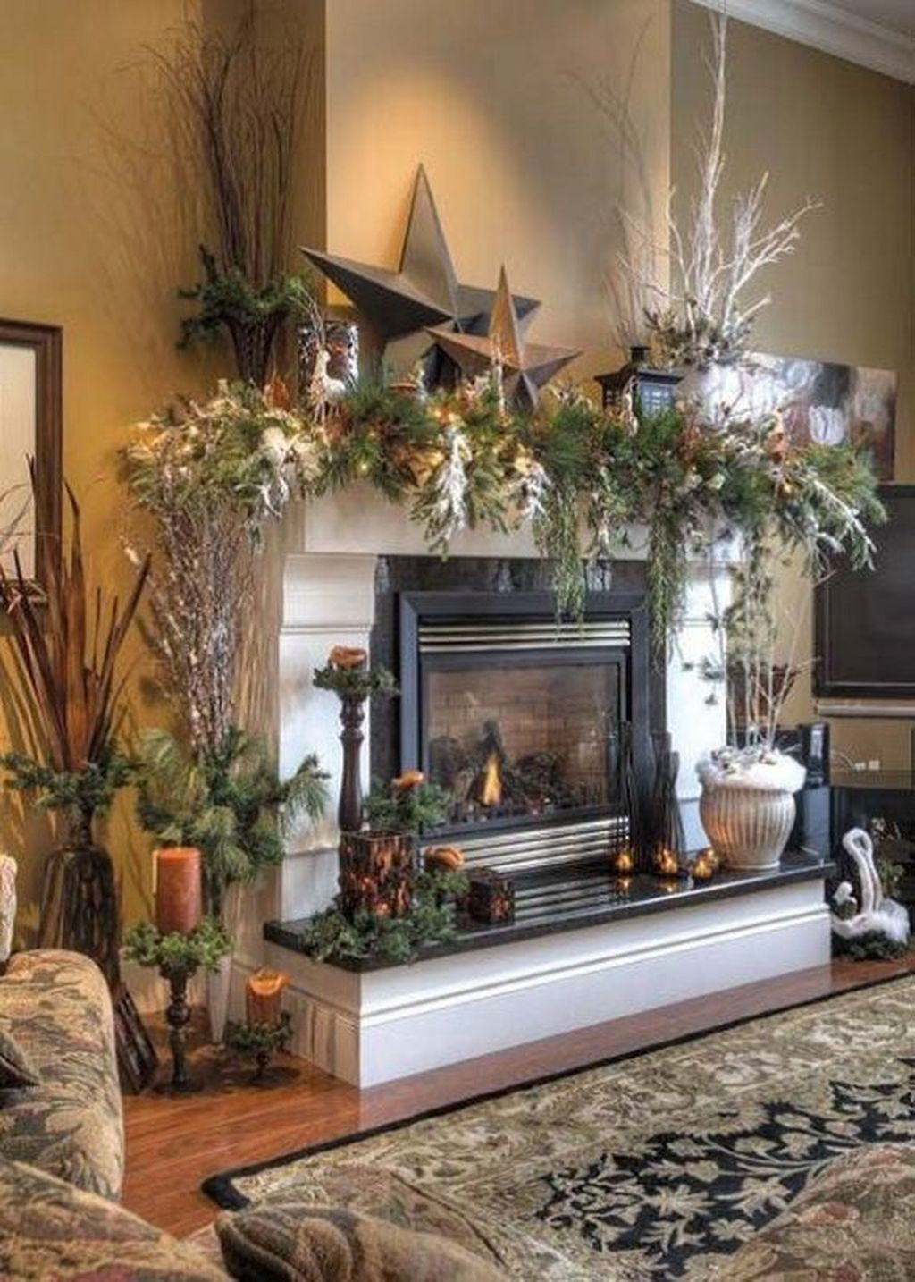 Popular Christmas Fireplace Mantel Decorations That You Like 13