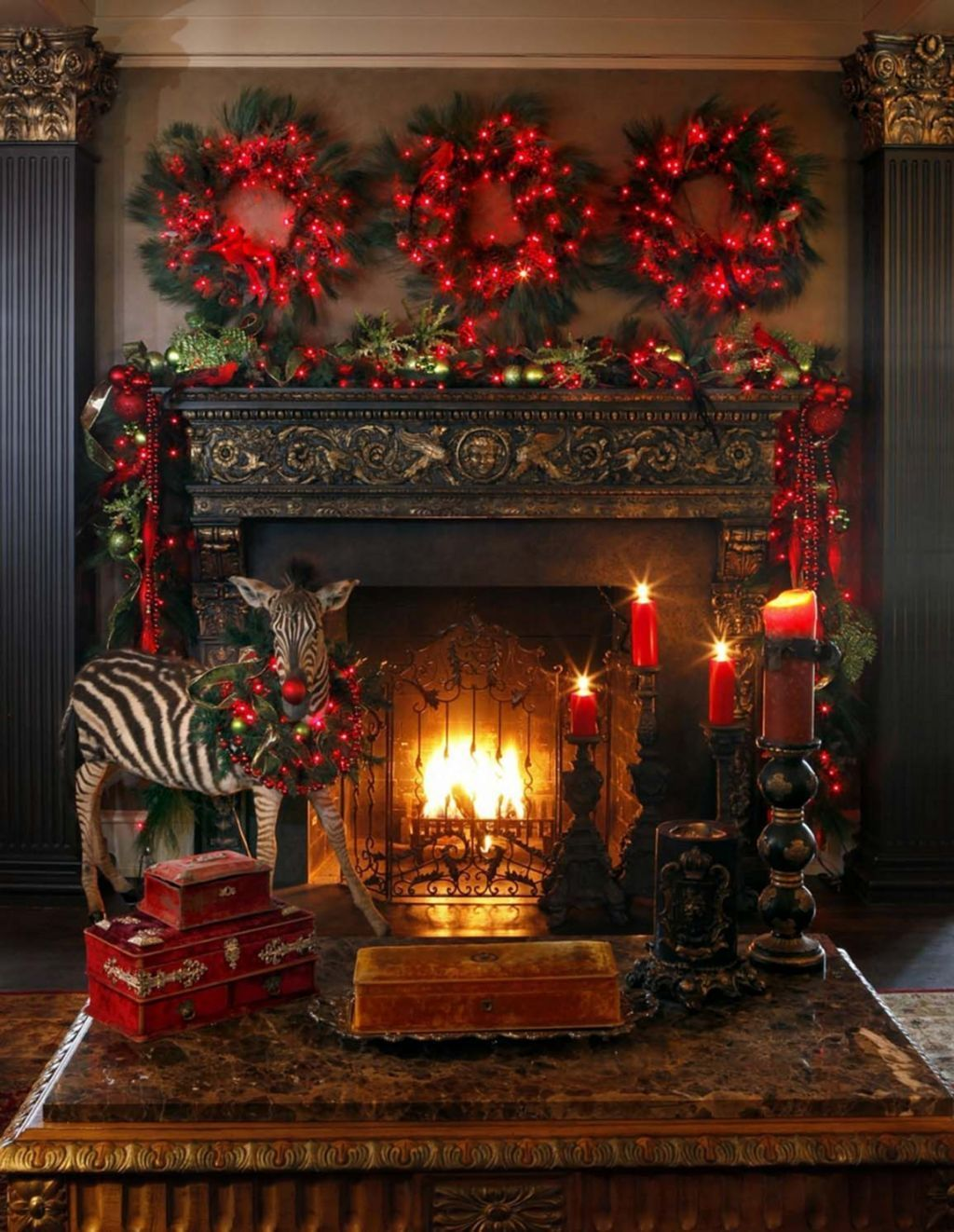 Popular Christmas Fireplace Mantel Decorations That You Like 14
