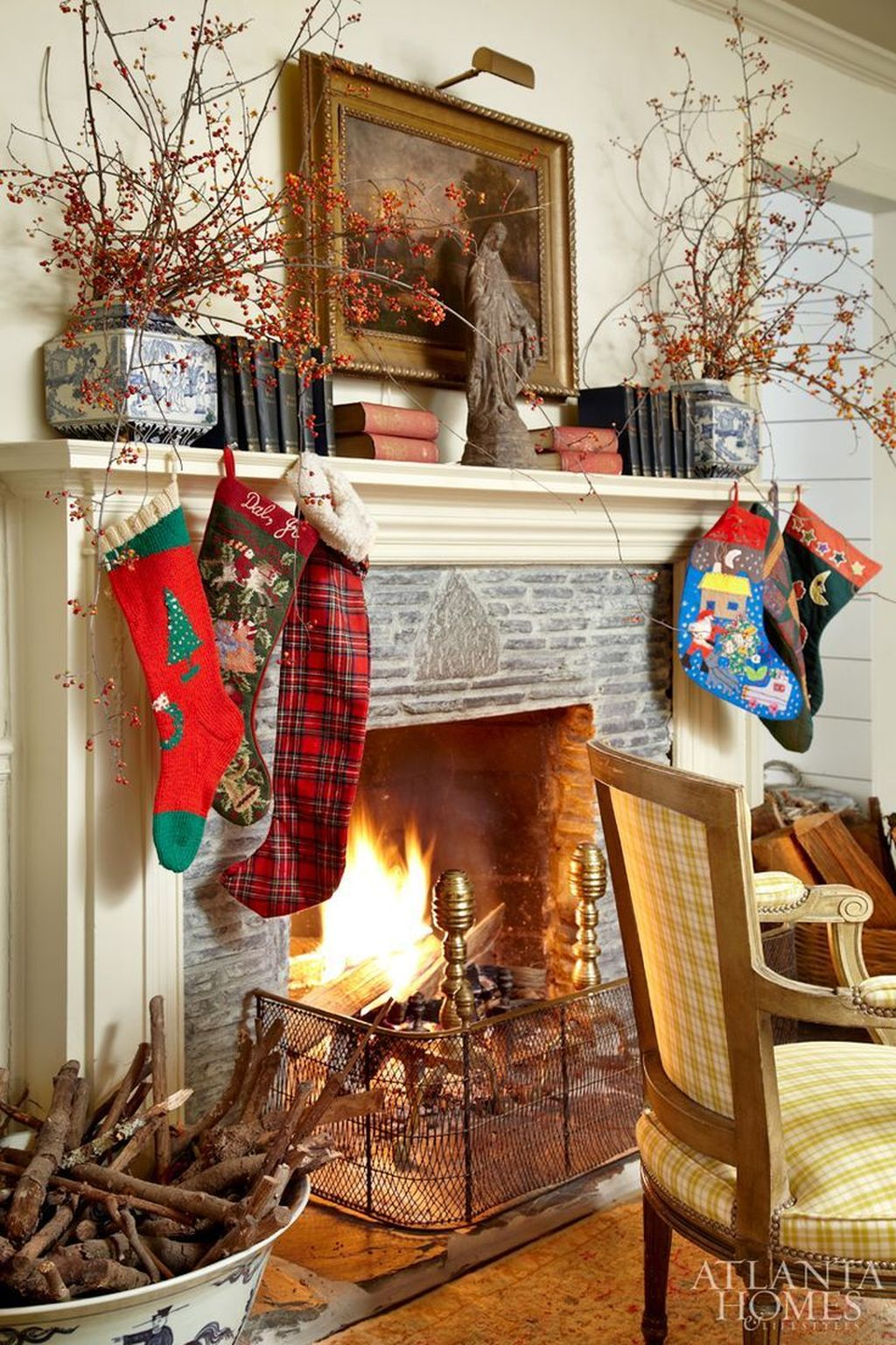 Popular Christmas Fireplace Mantel Decorations That You Like 23