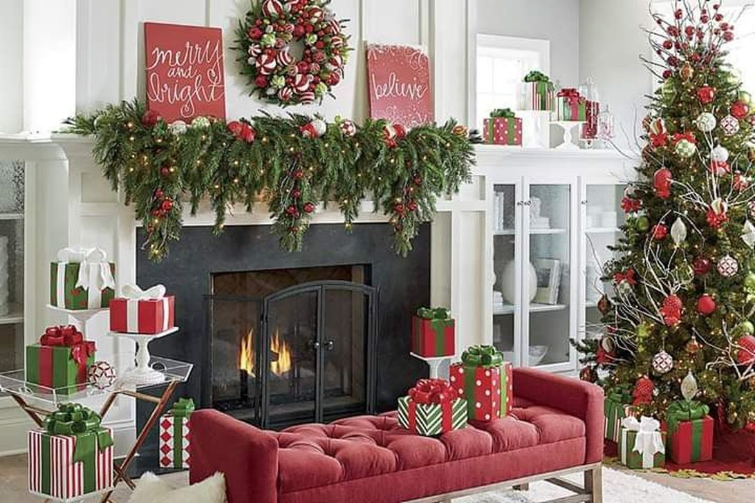Popular Christmas Fireplace Mantel Decorations That You Like 24