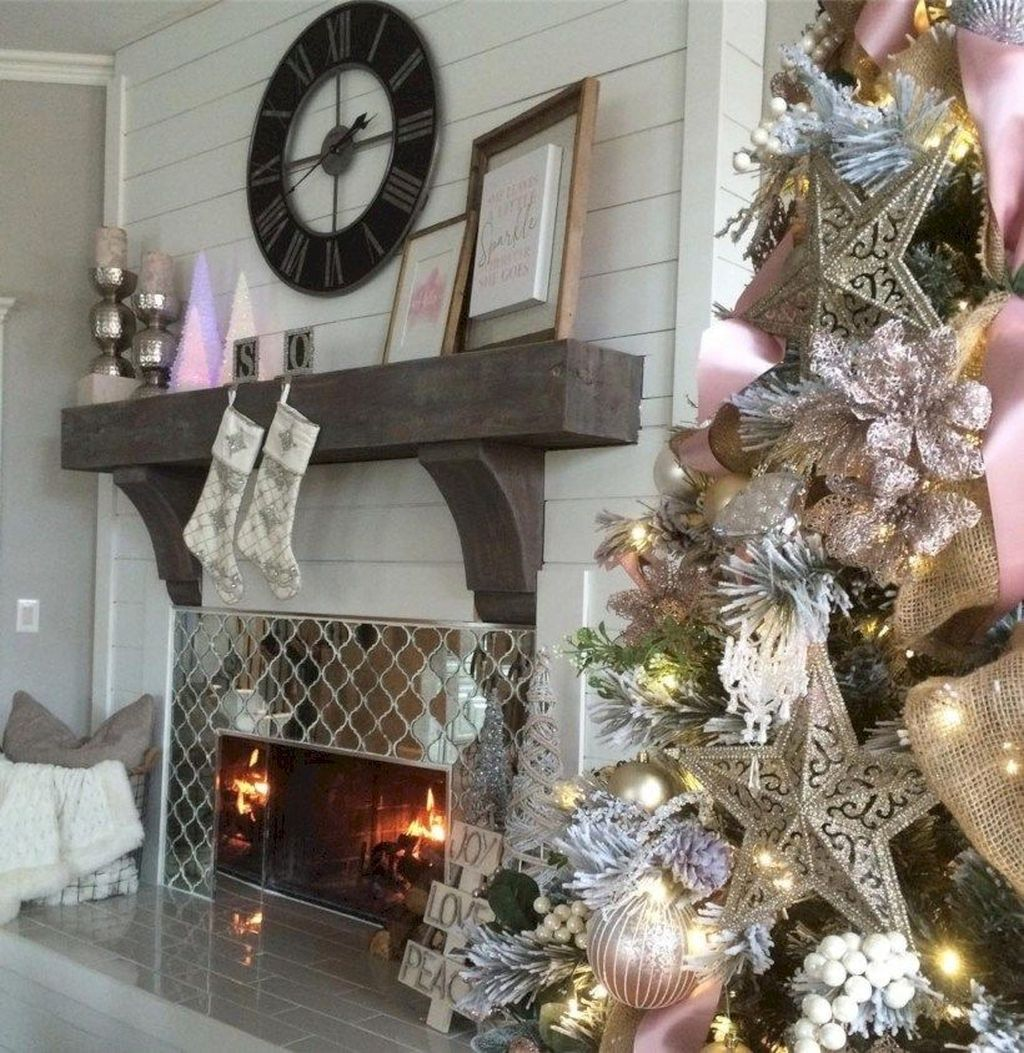 Popular Christmas Fireplace Mantel Decorations That You Like 26