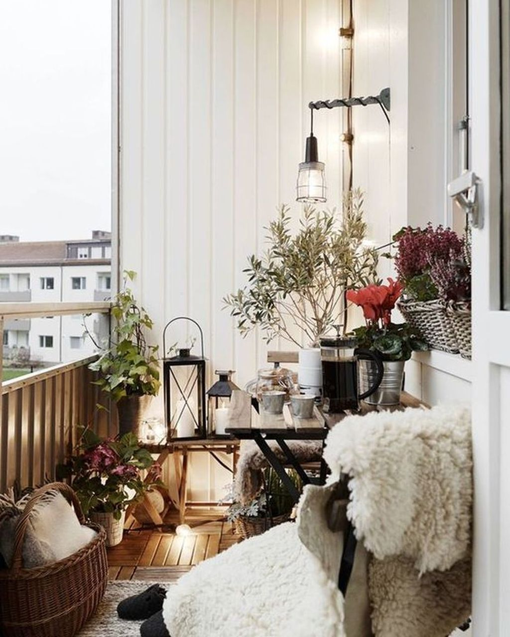 Stunning Apartment Balcony Decor Ideas For This Winter 03