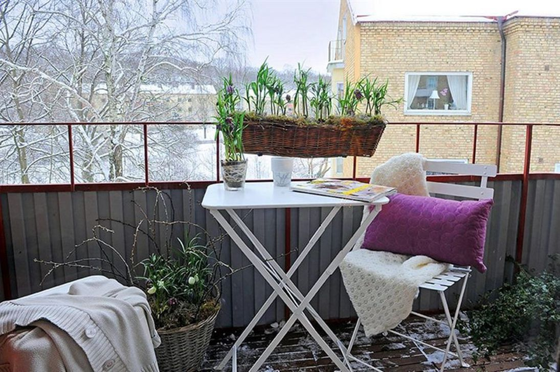 Stunning Apartment Balcony Decor Ideas For This Winter 07
