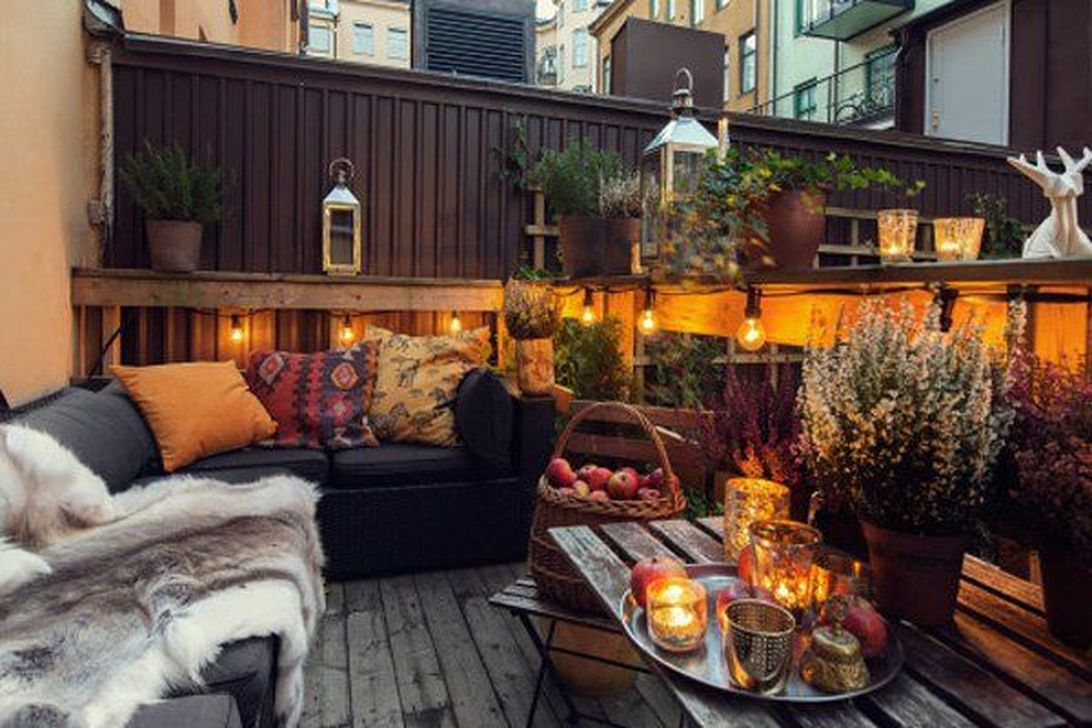 Stunning Apartment Balcony Decor Ideas For This Winter 20