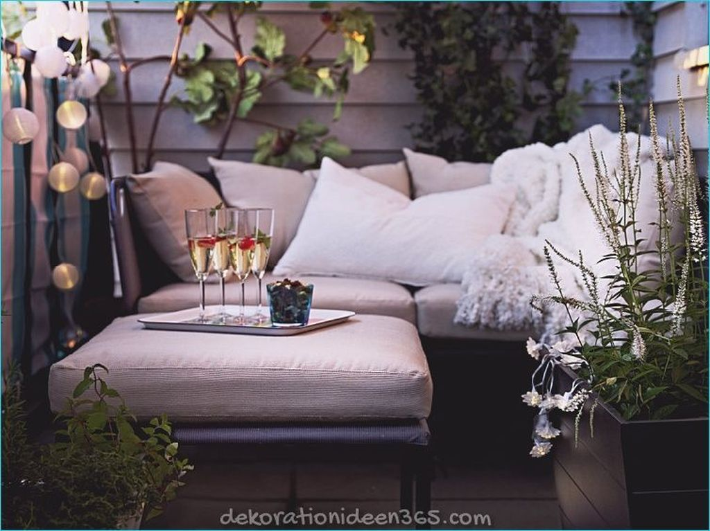 Stunning Apartment Balcony Decor Ideas For This Winter 31