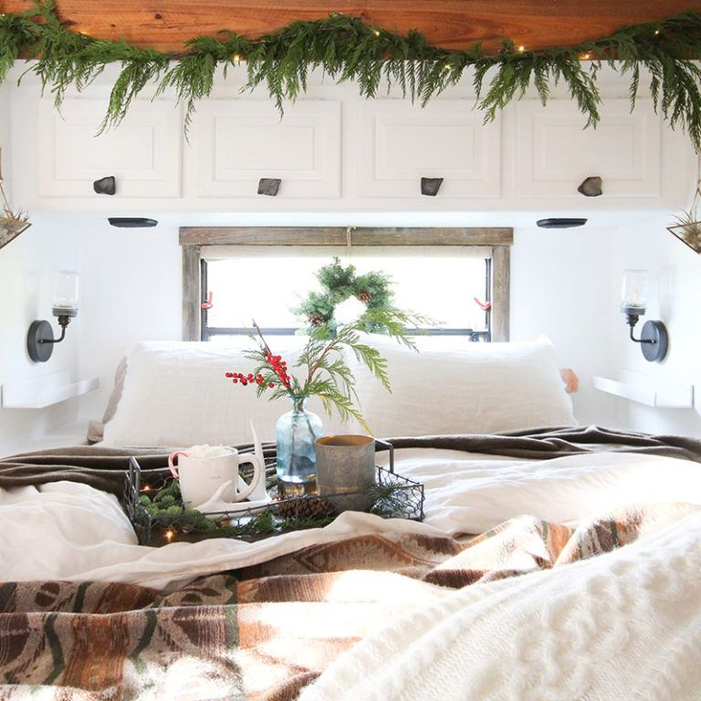 Stunning RV Christmas Decorations Ideas 12