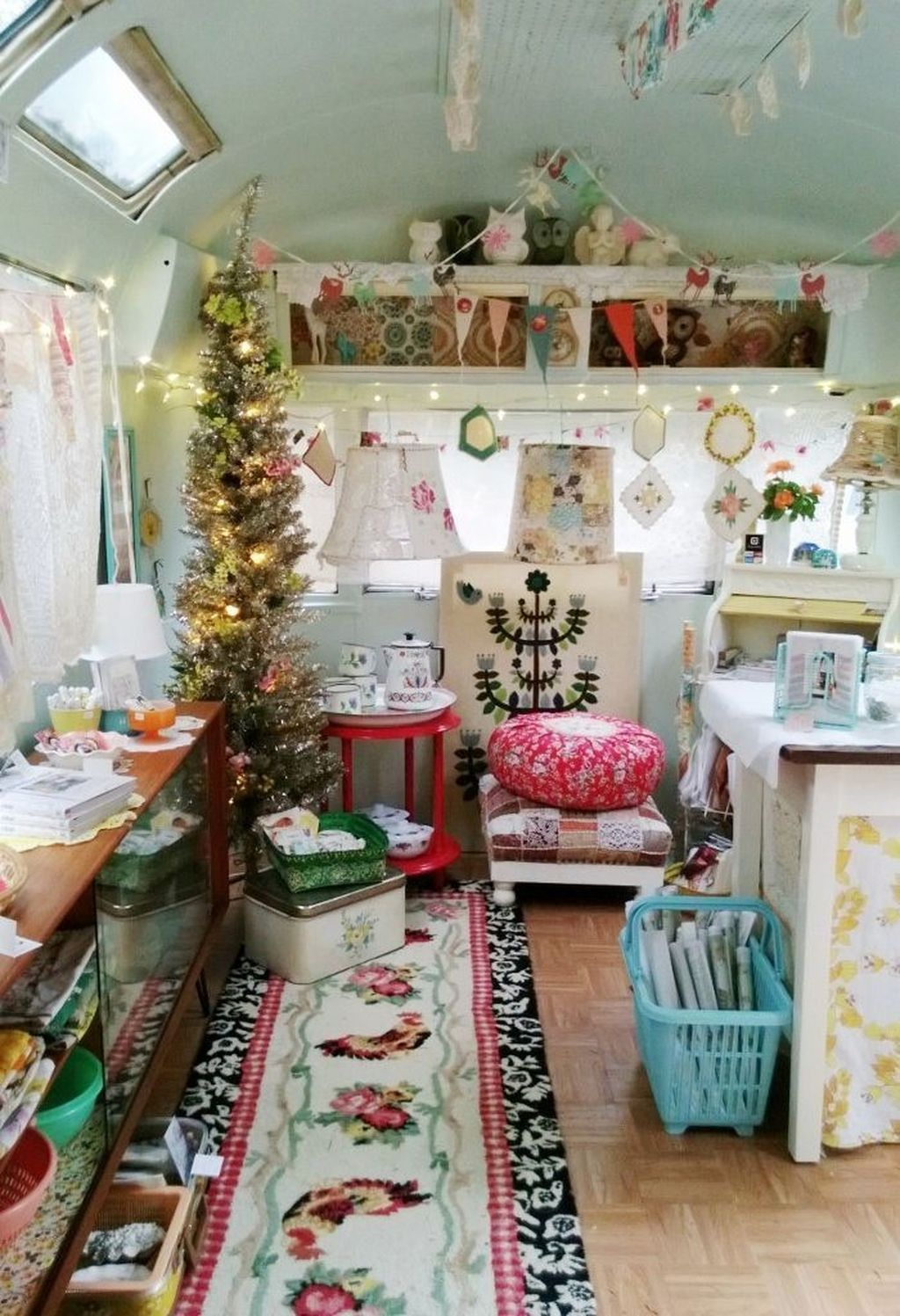 Stunning RV Christmas Decorations Ideas 22