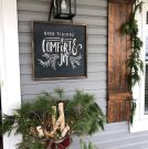 Beautiful Christmas Porch Decorating Ideas 21