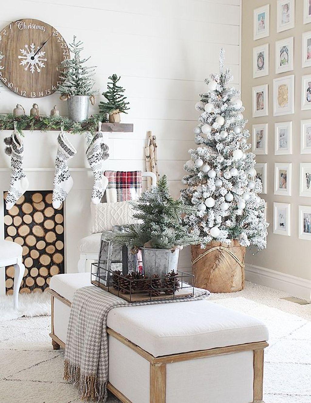 Beautiful Winter Apartment Decor Ideas 11