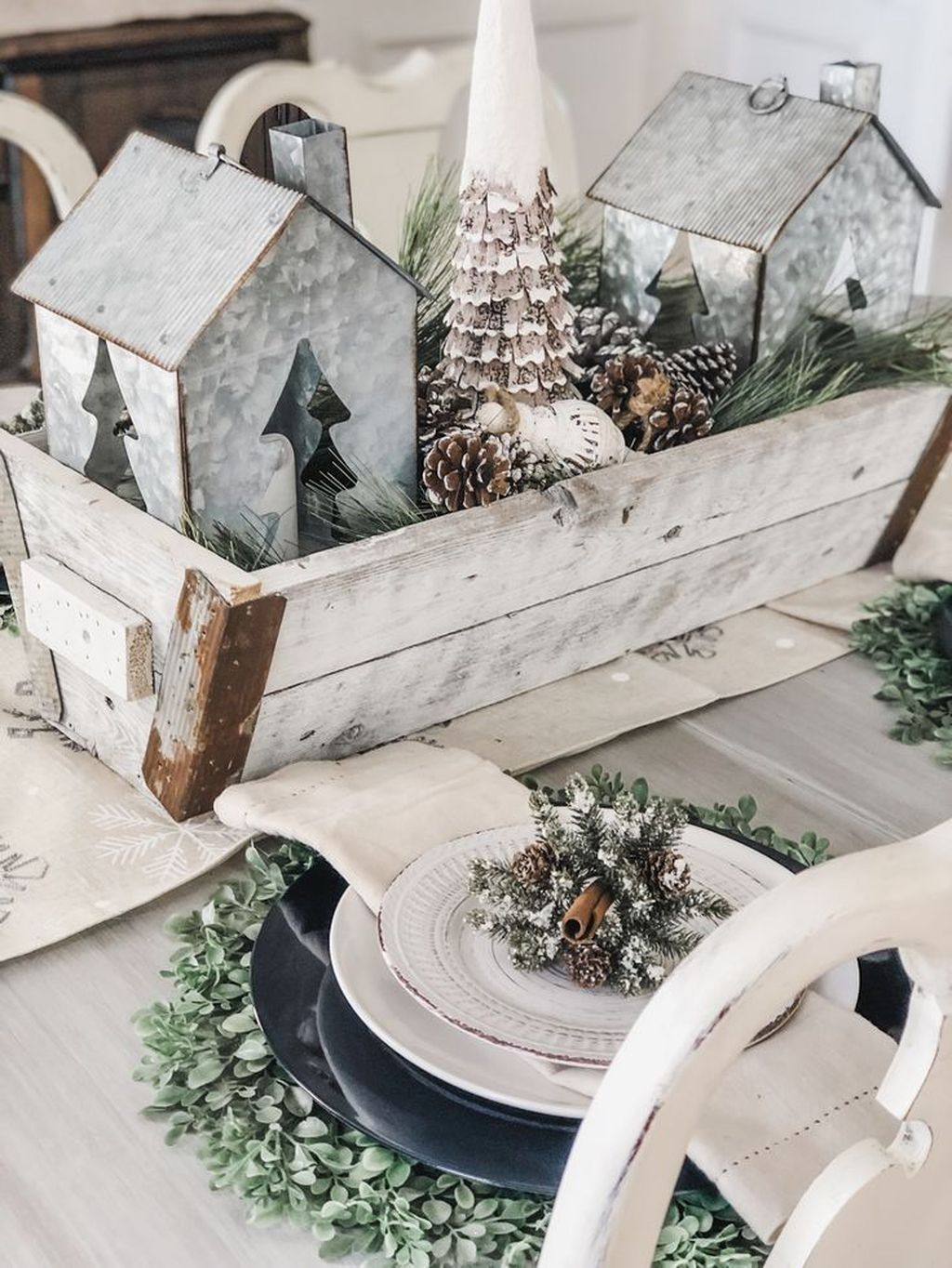 Nice Winter Table Centerpieces Decoration Ideas 03