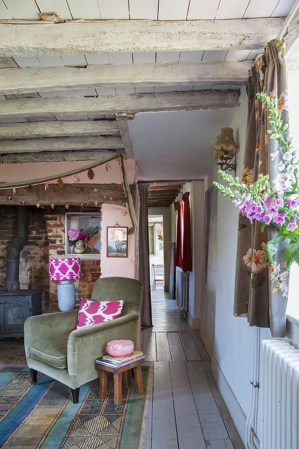 Amazing Small Cottage Interiors Decor Ideas 17