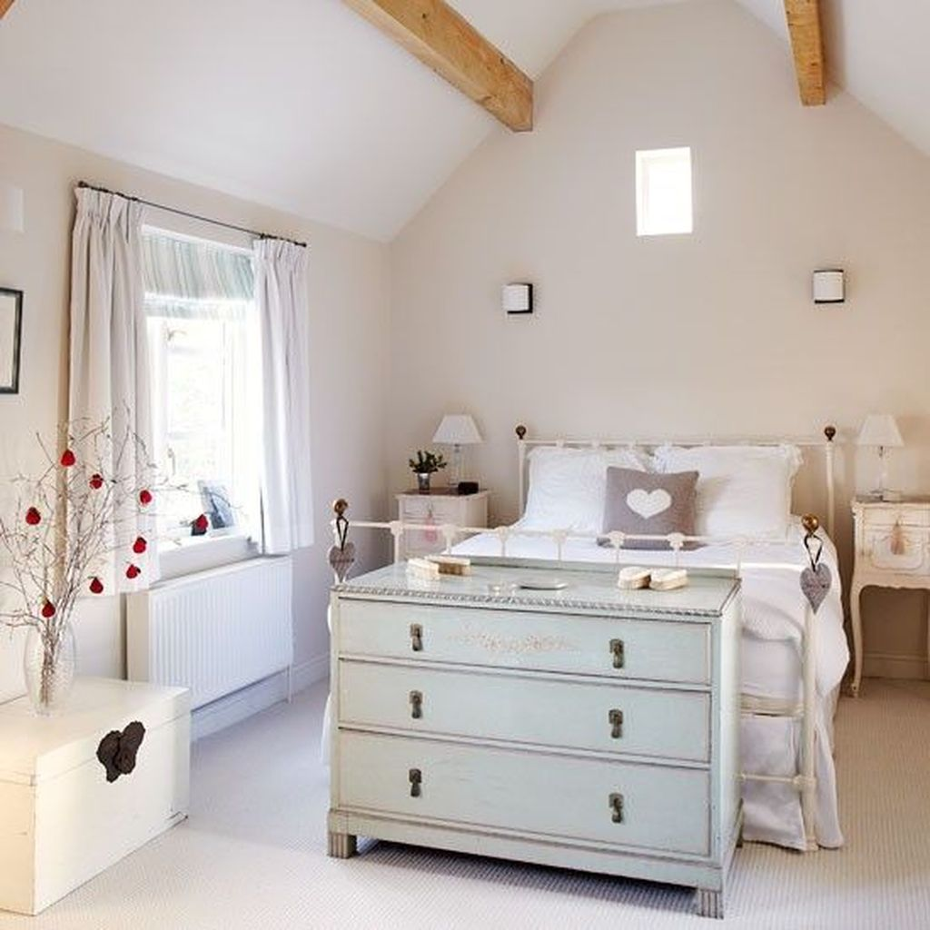 Awesome Cottage Bedroom Decoration Ideas 02