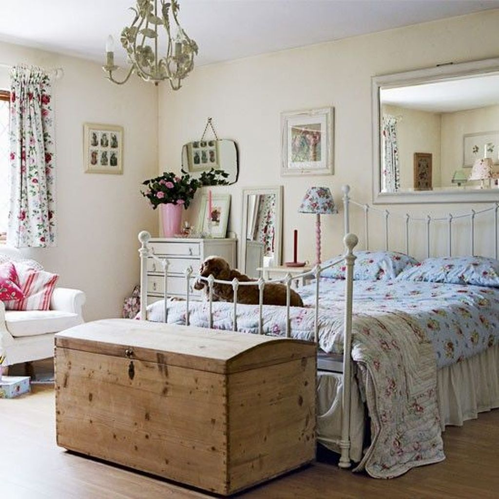 Awesome Cottage Bedroom Decoration Ideas 04