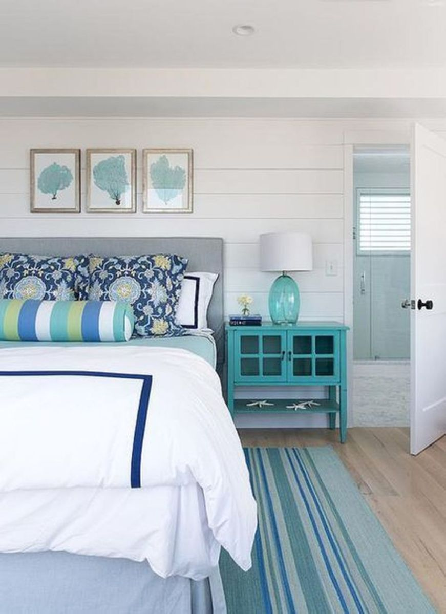 Awesome Cottage Bedroom Decoration Ideas 13