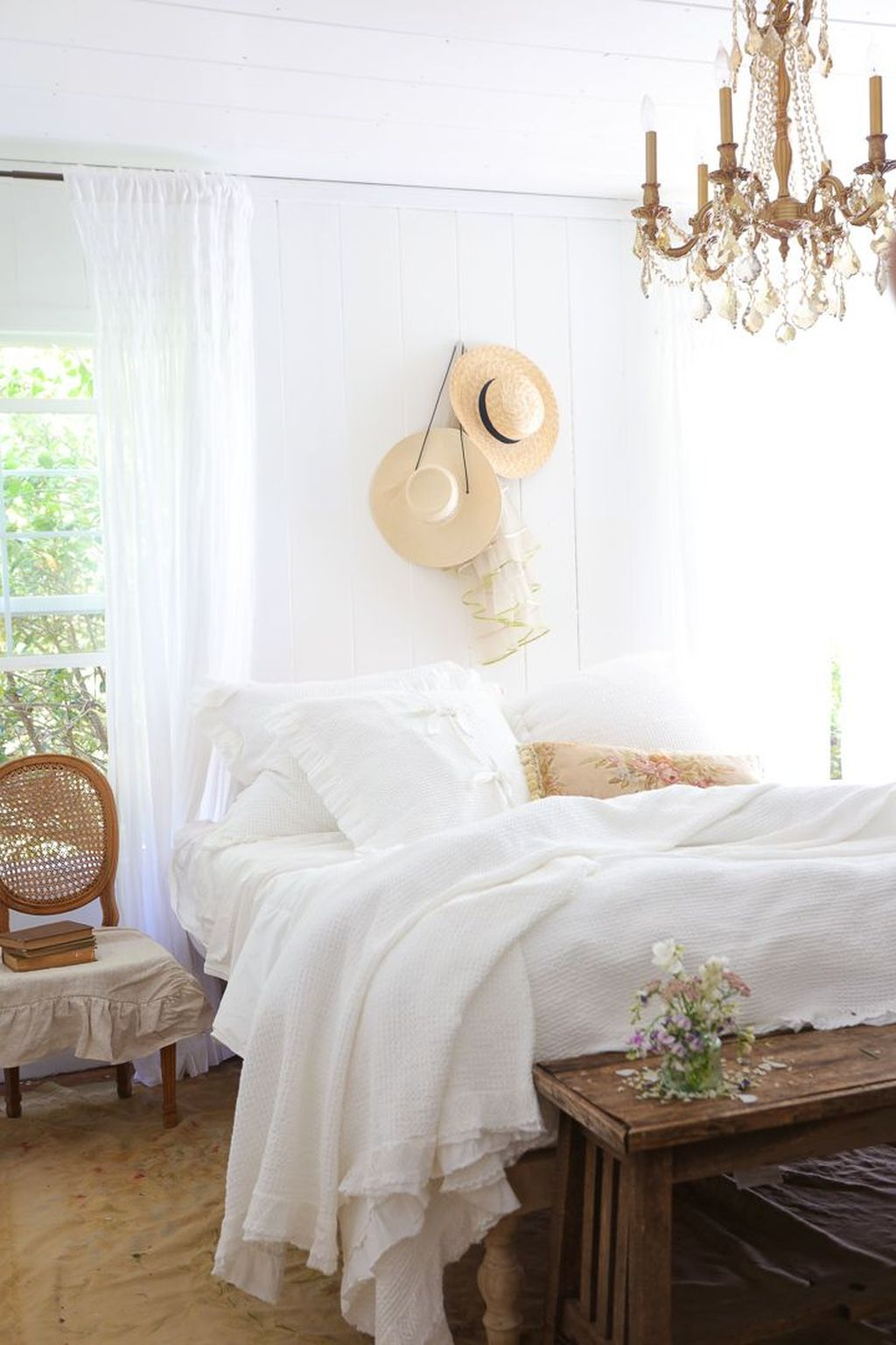 Awesome Cottage Bedroom Decoration Ideas 33