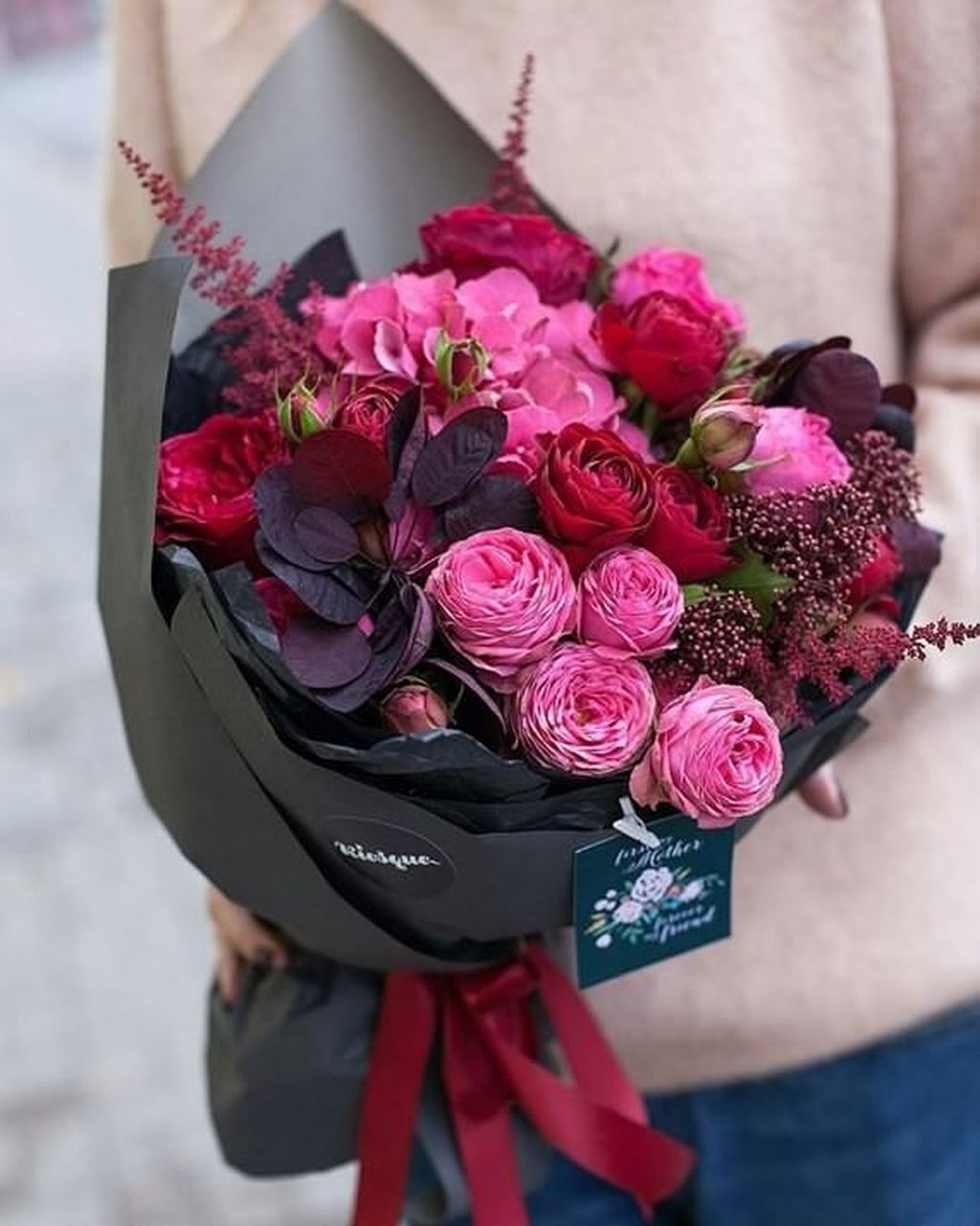 Beautiful Valentine Flower Arrangements That You Will Like 32