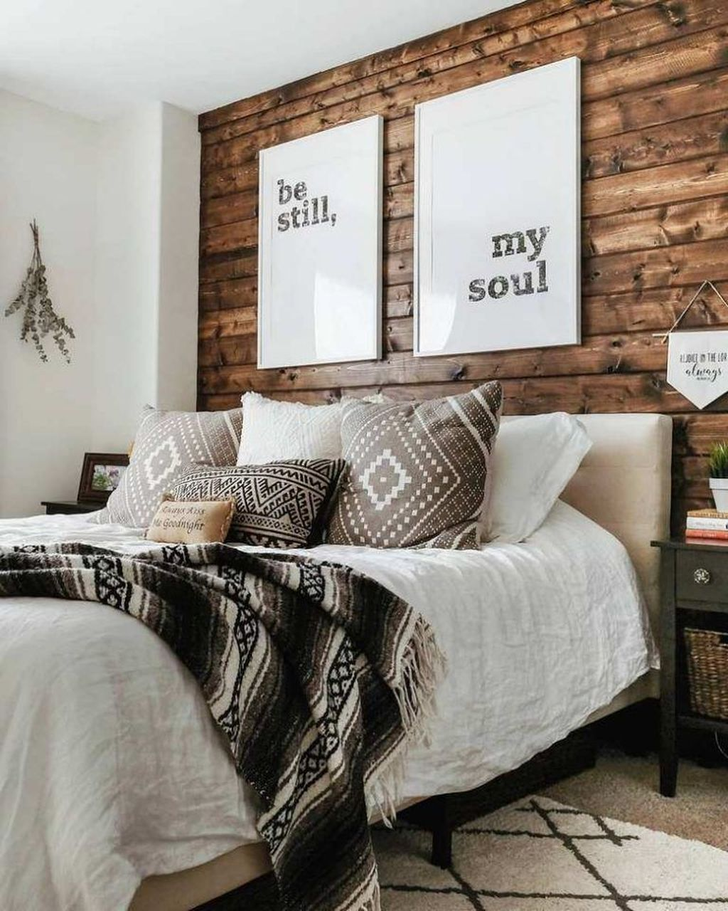 Gorgeous Rustic Bedroom Design And Decoration Ideas 34