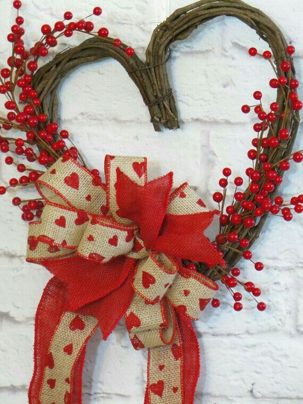 Gorgeous Valentine Wall Decor To Beautify Your Home 20