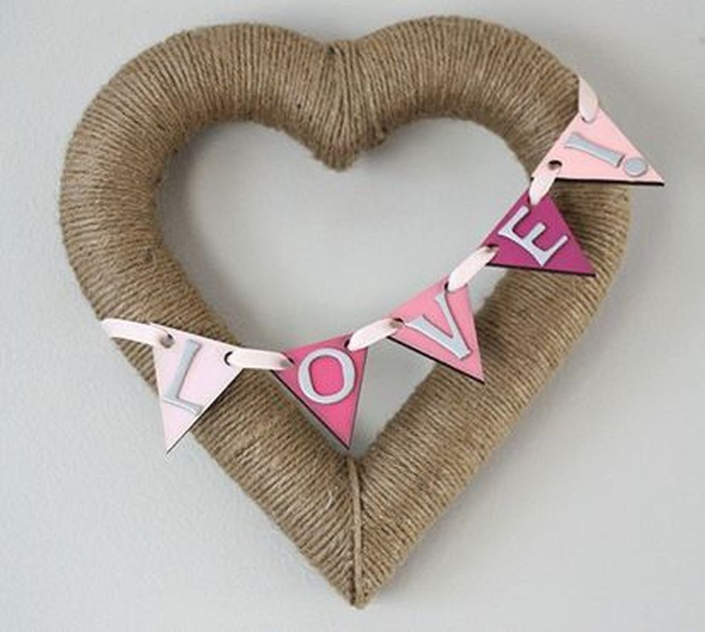 Gorgeous Valentine Wall Decor To Beautify Your Home 21
