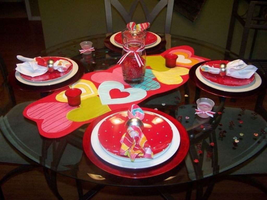Lovely Valentine Table Decor That You Must Apply In The Dining Room 02