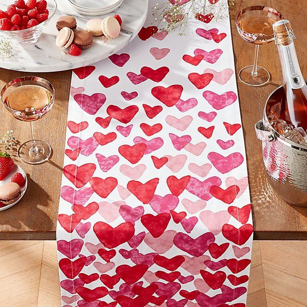 Lovely Valentine Table Decor That You Must Apply In The Dining Room 13