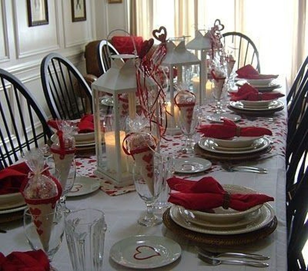 Lovely Valentine Table Decor That You Must Apply In The Dining Room 14