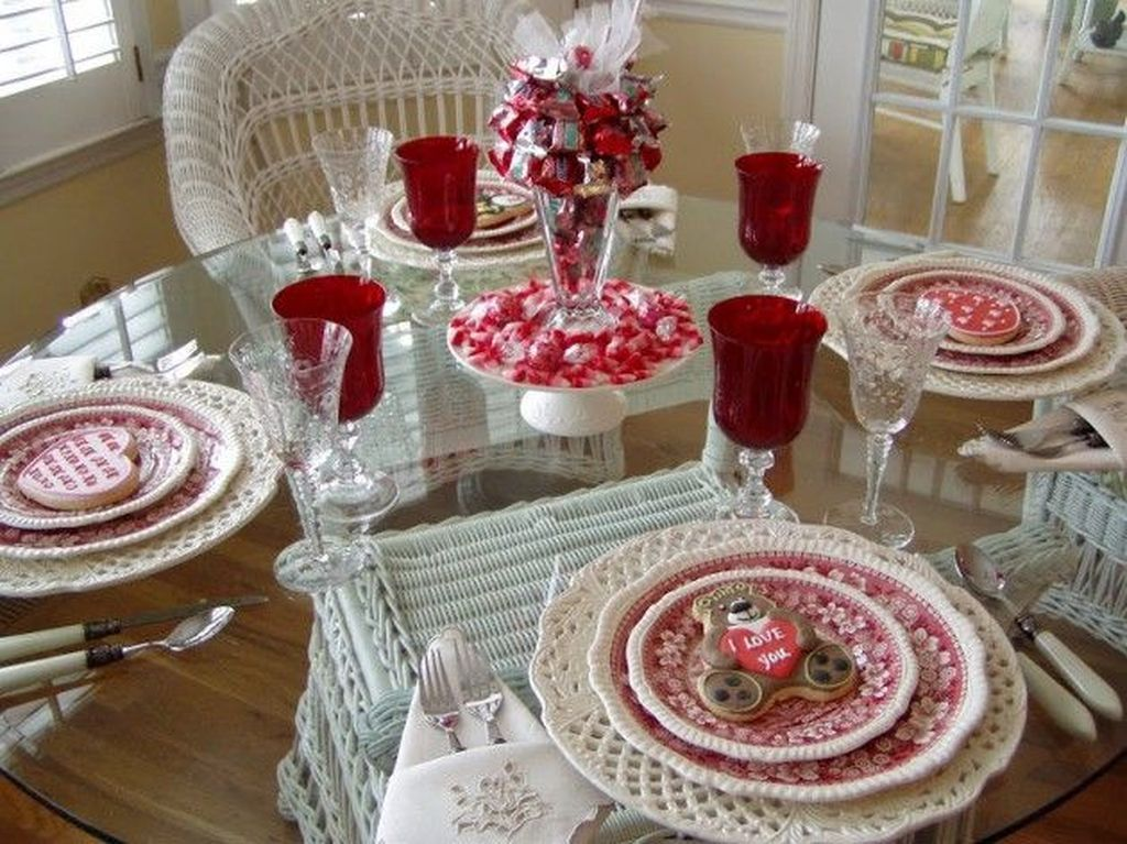 Lovely Valentine Table Decor That You Must Apply In The Dining Room 22