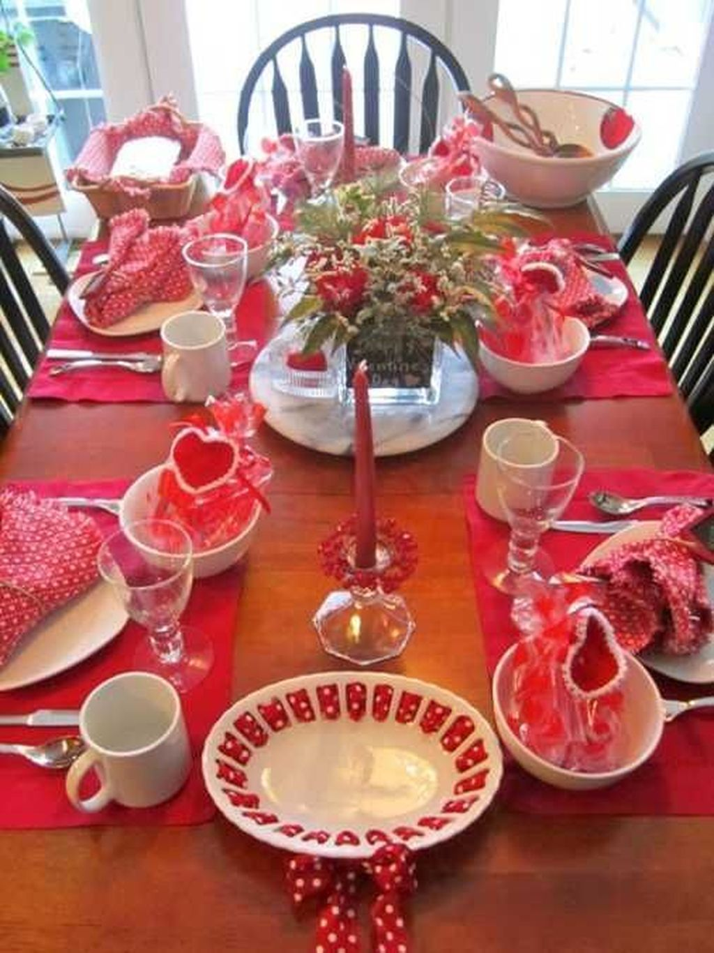 Lovely Valentine Table Decor That You Must Apply In The Dining Room 29