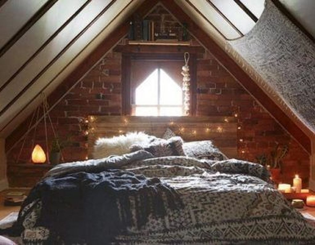 Lovely Attic Bedroom Ideas With Bohemian Style 03