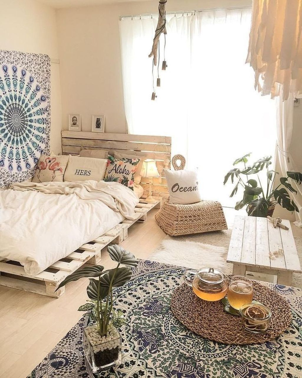 Lovely Attic Bedroom Ideas With Bohemian Style 06