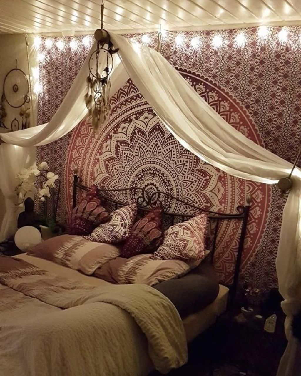 Lovely Attic Bedroom Ideas With Bohemian Style 16