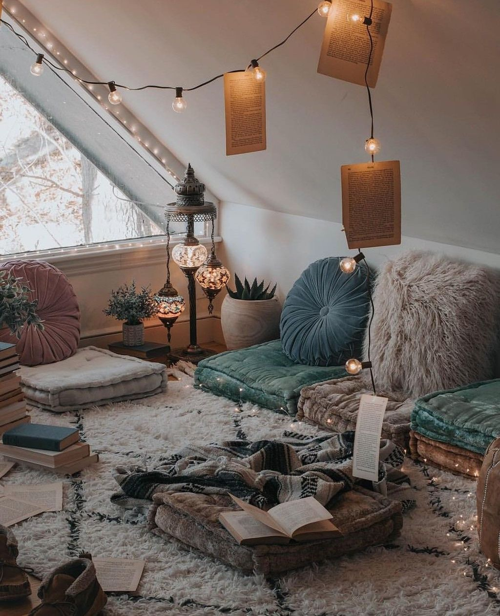 Lovely Attic Bedroom Ideas With Bohemian Style 26