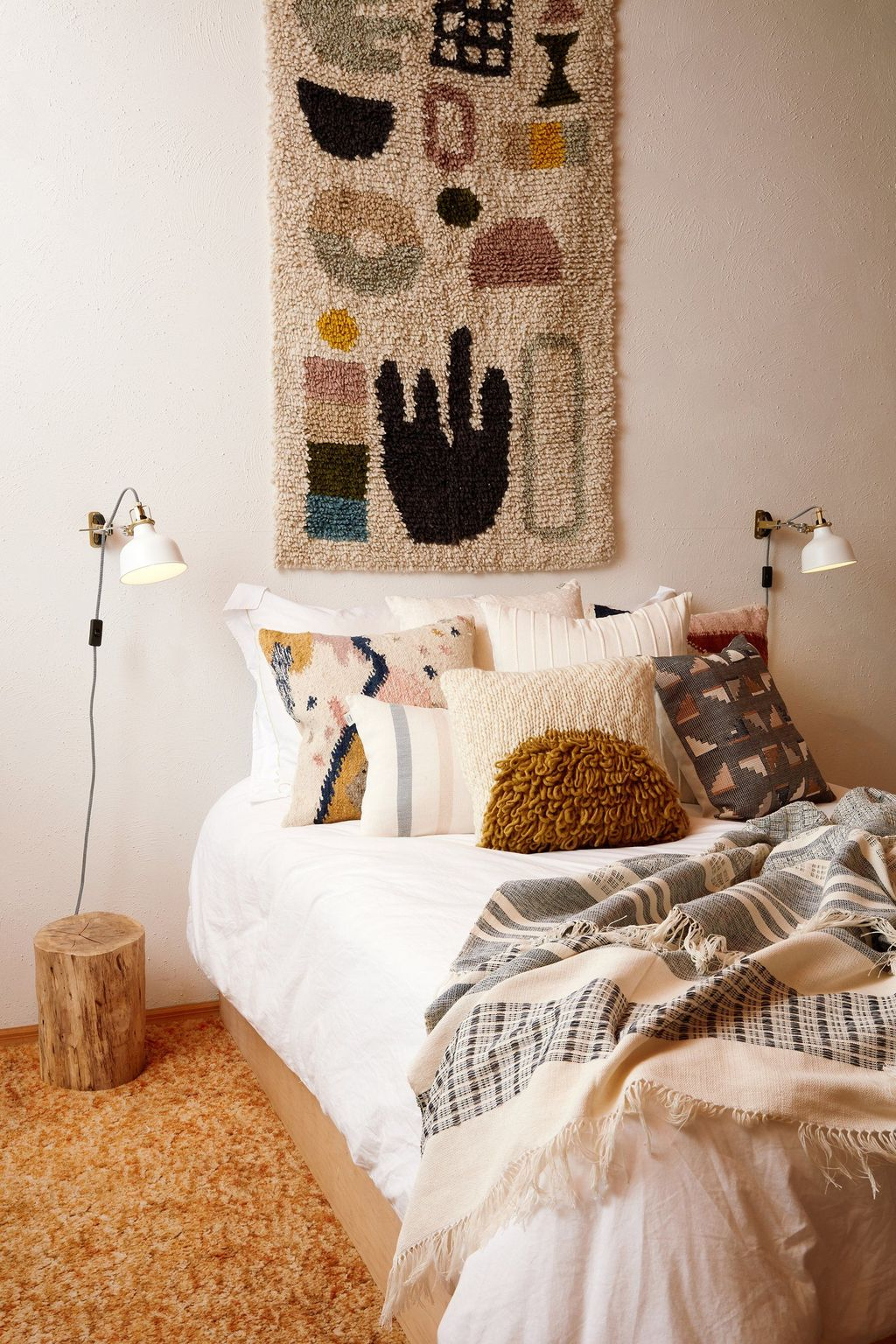 Lovely Attic Bedroom Ideas With Bohemian Style 35