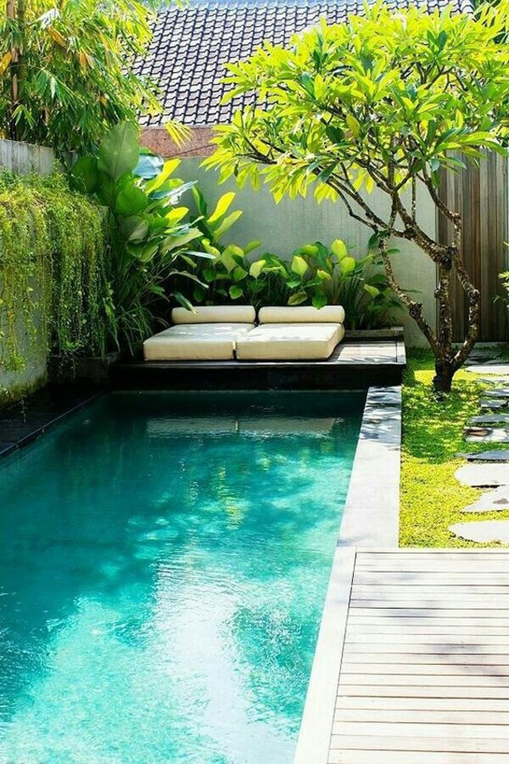 Totally Difference Pool Seating Ideas To Beautify Your Backyard 17