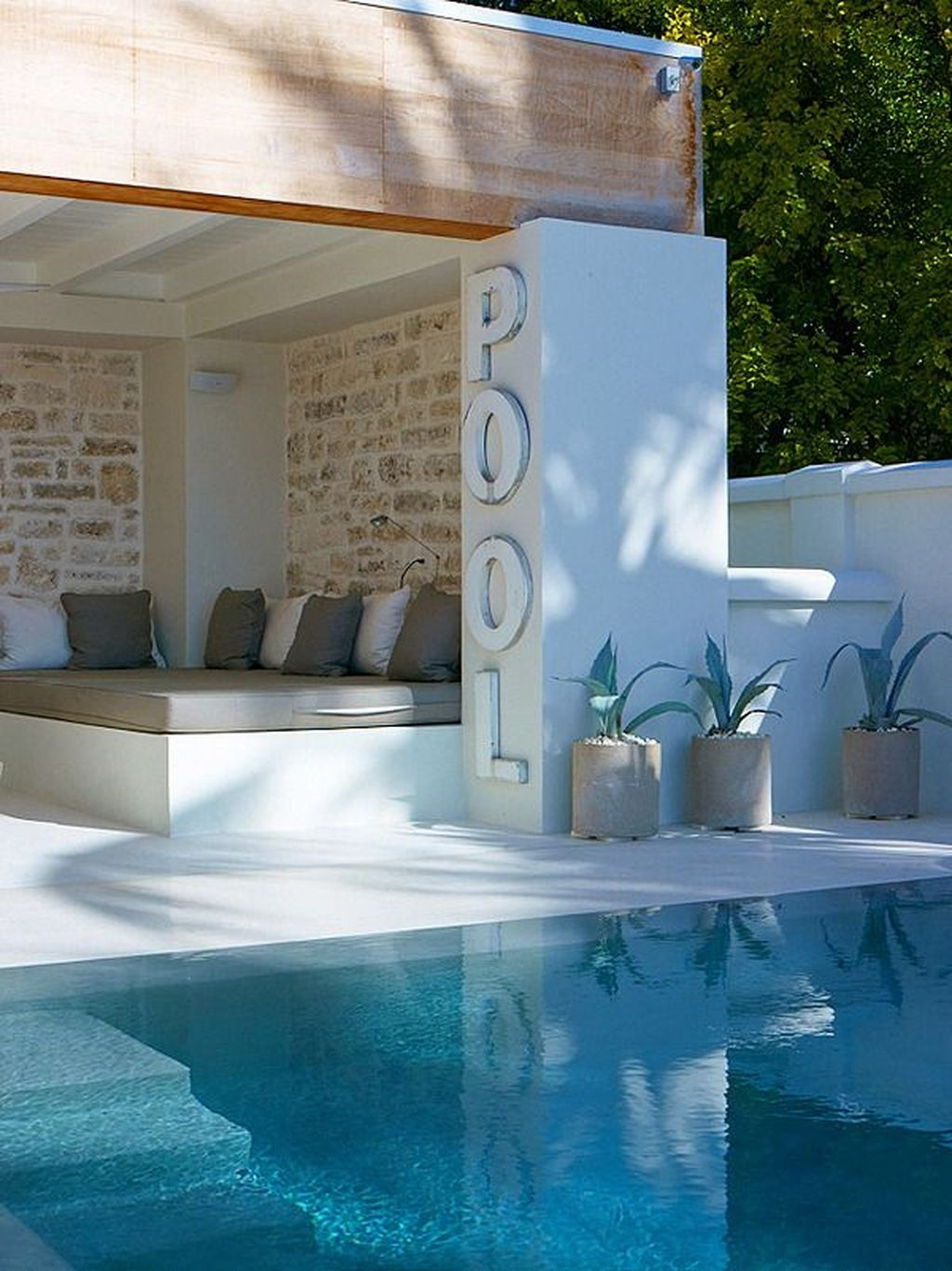 Totally Difference Pool Seating Ideas To Beautify Your Backyard 33