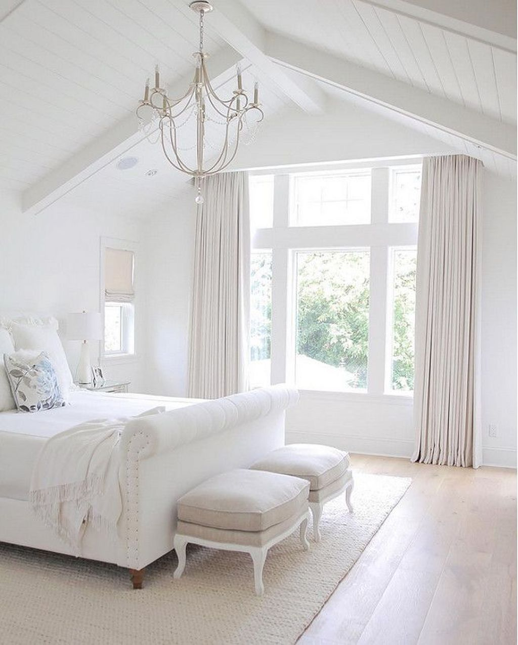Fabulous White Bedroom Ideas To Make Your Sleep Comfortable 07