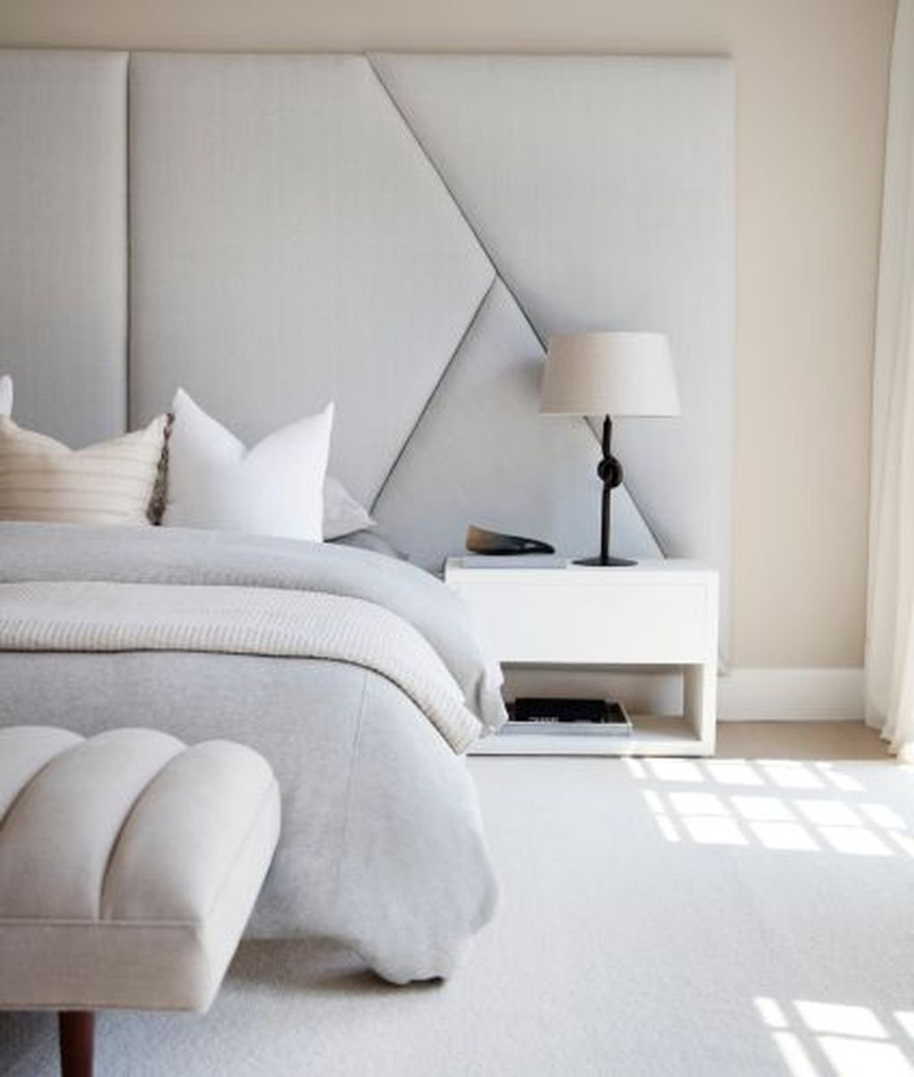 Fabulous White Bedroom Ideas To Make Your Sleep Comfortable 19